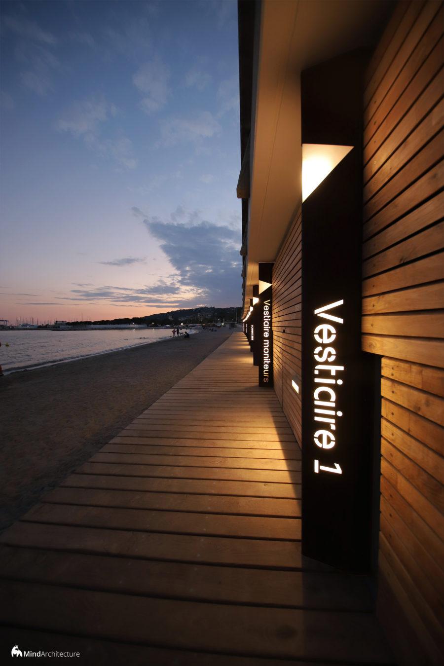 Base nautique Golfe-Juan - Mind Architecture - Photo signalétique vestiaire nuit